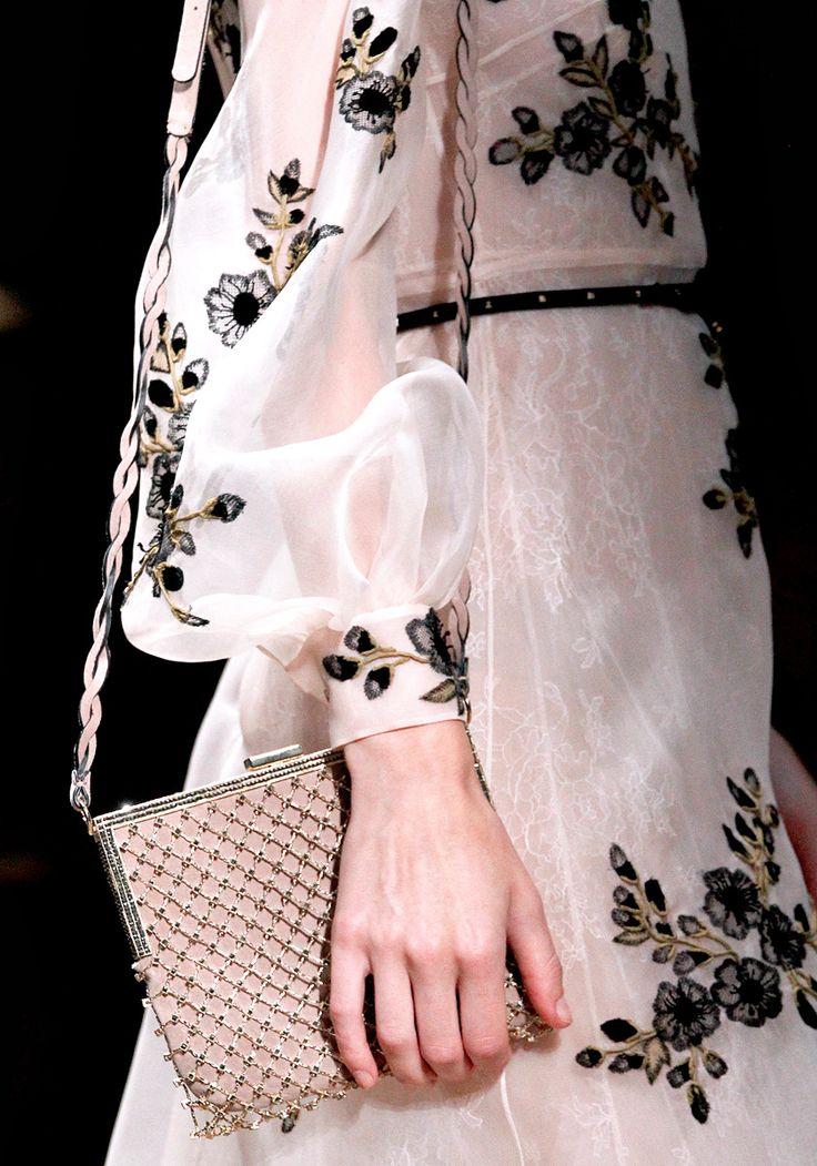 Valentino: Fashion Détail, Fashion Show, Valentino Spring, Inspiration Pur, Fashion Pink Passionate, Design Fashion, Spring 2012, Pink Black, Haute Couture
