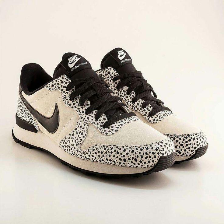 Nike internationalist premium light bone safari