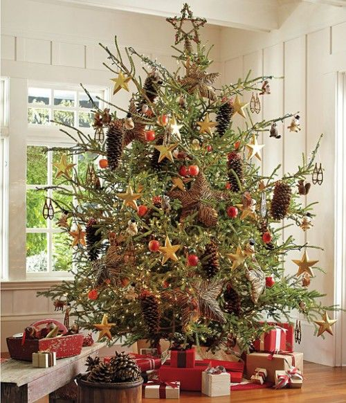 Pics of real decorated christmas trees 10 ideas to for Decorating pine cones for christmas tree