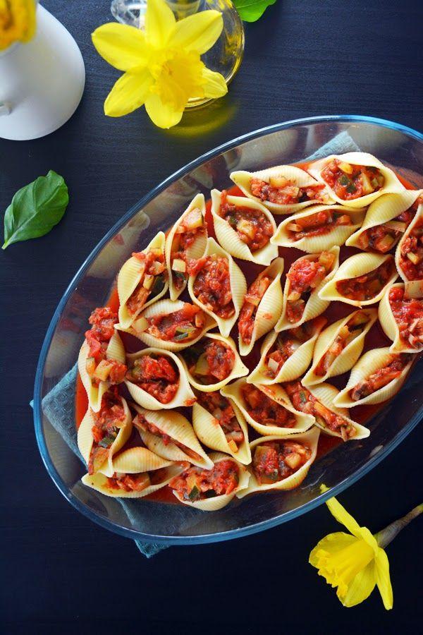 Pełna Lodówka: Makaron muszle nadziewany warzywami w sosie pomidorowym