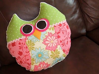 Another owl pillow with tutorial.: Hanging, Darling Pillows You, Owl Pillows, Handmade Owl, Fair Couture, Diy Inspiration, Hoot Pillows, Cute Owl, Couture Tricot
