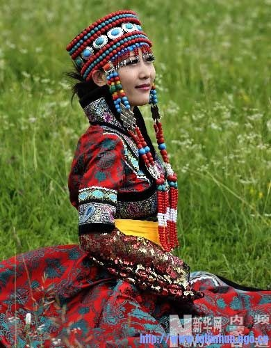 Ujimqin Mongolian costume. Women's holiday headwear is known for it is original style and richness of adornment.