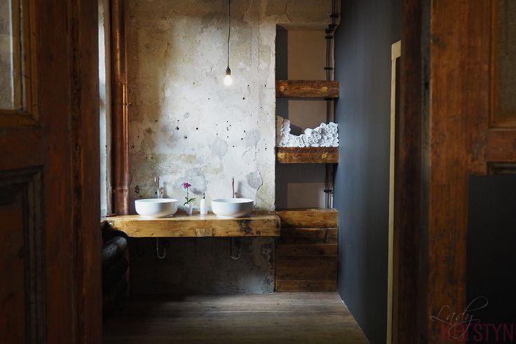 Spotted by Lady Kerstyn   #kavarnacohledajmeno #coffee #coffeehouse #cafe #café #interior #DIY #handmade #reconstructed #wood #recycling #upcycling #cozy #interior #interiordesign #insidedecor #kavárna #káva #bathroom