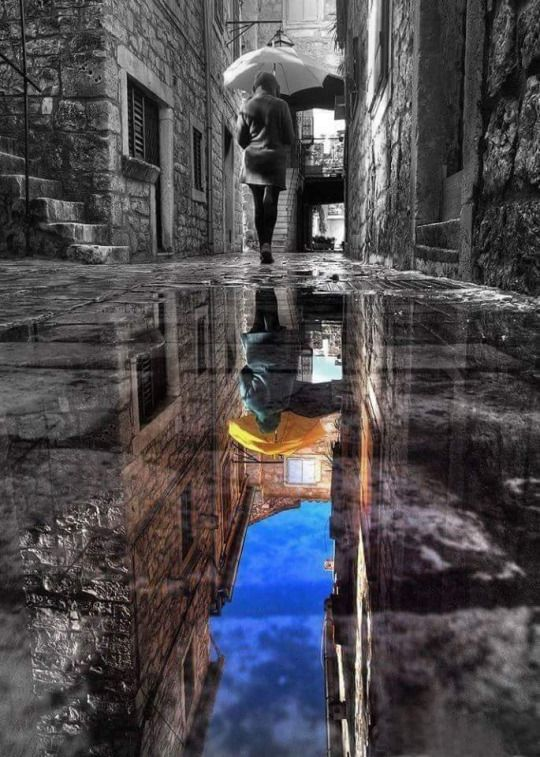 I really like the creativity and composition in this photo because instead of having color in the subject which is the person, the photographer added color in the reflection which is still on the subject.