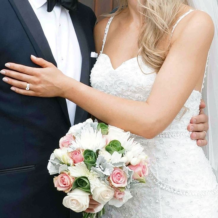 Flower inspo! We had an interview with Deanna Byrne to uncover some tips to help you plan and select your flowers for your wedding day. Check out the article https://zenue.svbtle.com/tips