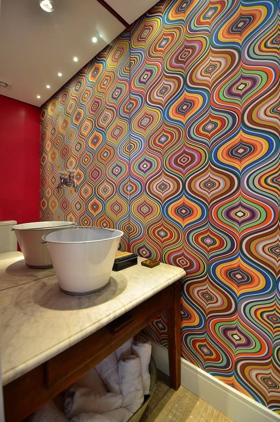 Ideia prática para deixar um lavabo lindo com tecido na parede. Tecidos estampados da Casa Rima vc escolhe a estampa e a gente ajusta as cores como vc desejar.