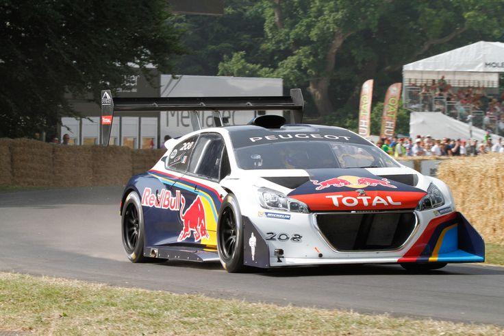 Total es patrocinador de grandes eventos como por ejemplo el rally Dakar, la copa de fútbol sudamericana o equipos de Fórmula 1 como el Red Bull o Renault.