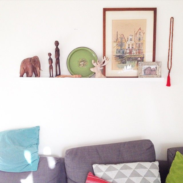 Er komen toch wel erg veel kleurtjes ons huisje binnen. Maar eigenlijk vind ik het wel gezellig. Vind jij veel kleur leuk? #interieur #accessoires #decoratie #woonkamer #kunst #souvenirs #reizen #sierkussens #olifant #thailand #filipijnen Our house is filled with travel souvenirs, which gives a lot of color to our #interior. Sometimes I wonder if it's not too much.. #decoration #travel #thailand #philippines #accessories #design #livingroom @designclaud