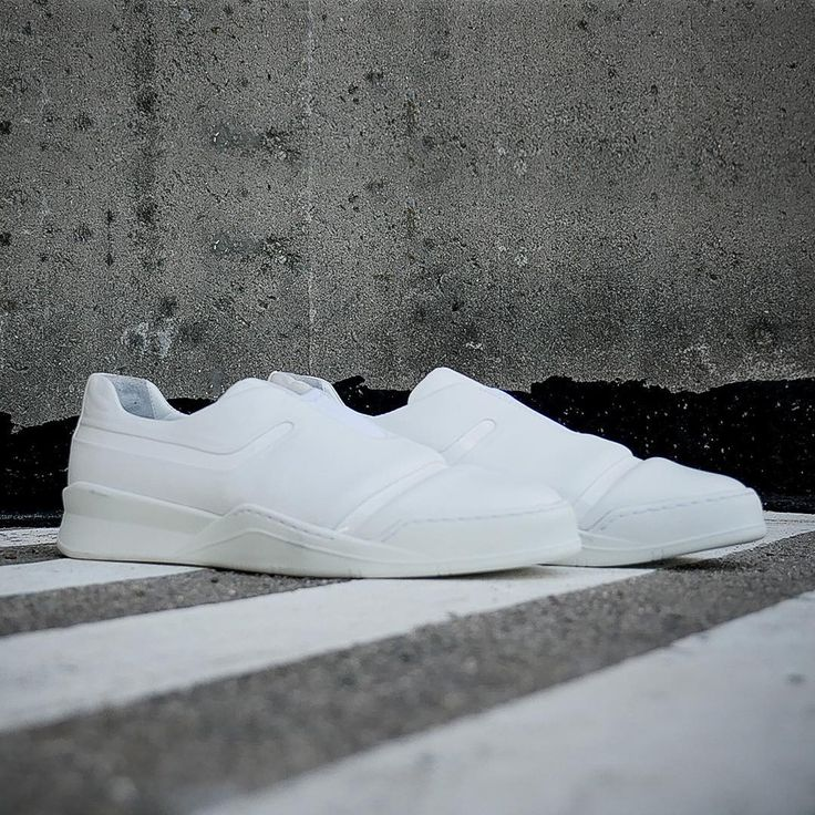 @whiteshowofficial stand 2.09. This is STAR TROOPER in Evil White #startroopers #evilwhite #puredark #limitededitions #sneakersheaven #teaser #urban #geekshoes #sliponsneakers #lastsole #whitemilano #whitetradeshow
