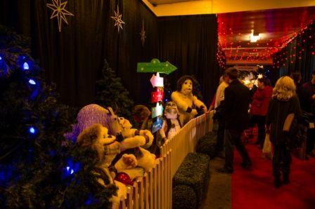Yetis visit at the International Christmas Market, presented by TELUS #NoelSM