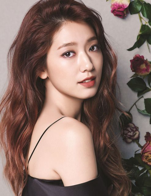 Revealing a variety of lipstick colors along with different appearances, Park Shin Hye shows the fashion lip colors heading into fall from Mamonde True Color Lipstick. We think she looks lovely and…