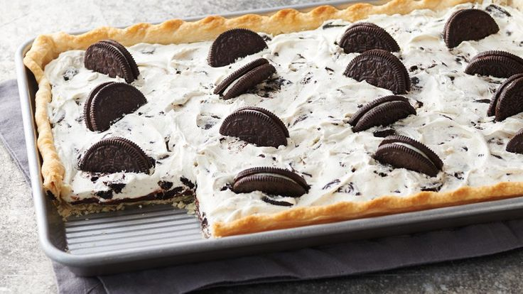This easy cookies & cream slab pie is perfect for those summer backyard picnics.