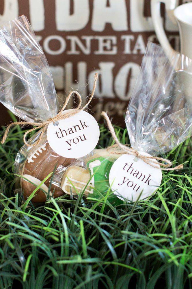 Throw the Ultimate NFL Party with Supplies and Decorations from Party City. Touchdown! Whether you're traveling to a game, hosting a Super Bowl party or hosting a post-season party for a pee wee football team, you'll need party supplies match your sports spirit.