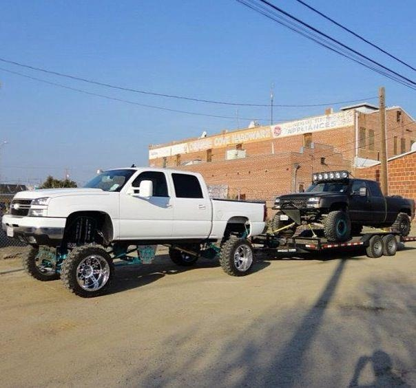 .ugly tow rig.... sweet GMT800 pre-runner | trucks ...