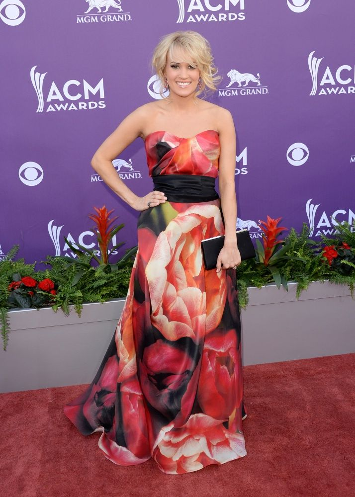 carie underwood floral dress | Carrie Underwood in a floral #NaeemKhan dress at the 2013 #ACM Awards ...