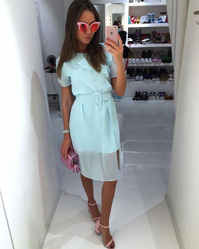 New✨ Платье волшебного мятного цвета талия фиксируется ремнем босоножки нежно розовые,голубые и ярко желтые очки и сумочка космического розового цвета Для заказа и информации ☎️+79260464670whatsapp,Viber