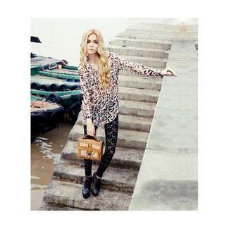#blusa de gasa con dibujo o motivo de leopardo. Ideal para este tiempo primaveral tan loco!! Llévalo con lo que quieras, leggins, pantalón... #blusa #ropamujer #modamujer #notepuedefaltar