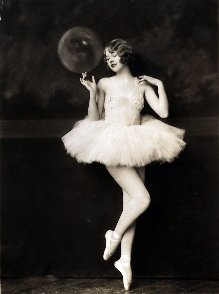 Helen Hayes in the Ziegfeld Follies , photo by Alfred Cheney Johnston 1927