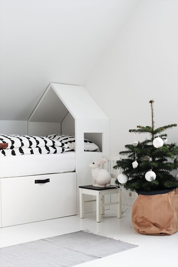 chrismas tree in child room at home of photographer and stylist Elisabeth Heier