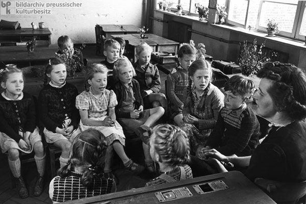 Teacher with her Pupils in Hamburg-Wellingsbüttel (1950) - It's interesting how much this looks like pictures from American schools in  the 1950s.  It's also an interesting contrast between the large classrooms of the current educational systems with teachers who aren't involved in their students lives.