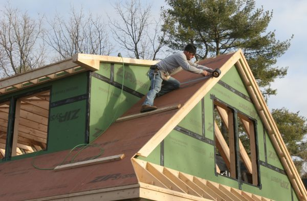 We+follow+a+framing+crew+to+learn+the+fundamentals+of+installing+roof+sheathing