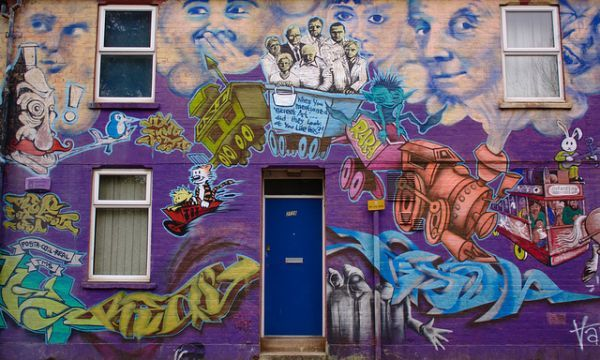 A Very Colourful House in Oxford – and its Quirky Murals