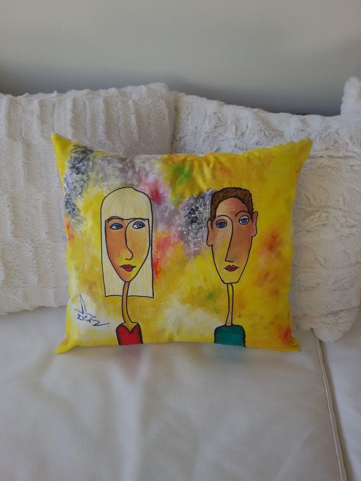 Veljenpoika Petri ja hänen vaimonsa Sanna ikuistettuna tyynyliinaan.