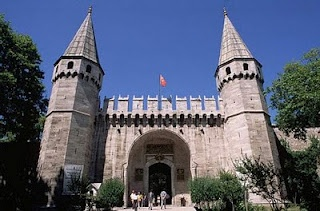 Topkapi Palace Museum in Istanbul... home to all of the Ottoman sultans from the mid 1400s until the mid 1800s.
