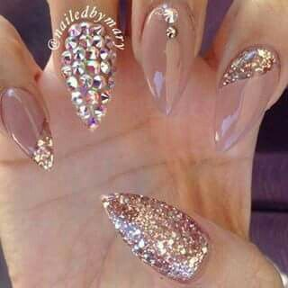These nails are the cutest nails for a wedding