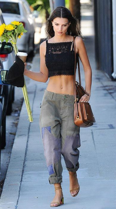 Emily Ratajkowski looked stylish and stunning as she put her toned abs on display in a relaxed casual ensemble comprising of cropped lace top and patched boyfriend jeans during an outing in Los Angeles with her boyfriend Jeff Magid on April 6, 2016. The 24 year old bombshell picked up bunch of yellow sunflowers and later grabbed lunch and some coffee with her boyfriend at an upscale eatery.