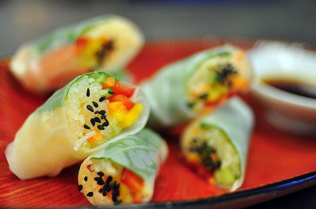 Grote kans dat deze verrukelijke glutenvrije én vegetarische spring rolls binnen de kortste kerenone of your favoriteszijn! Of je ze nu eet als lunch, diner, bijgerechtje, healthysnack of in combinatie met een lekkere salade: deze loempiaatjes zijn altijd goed. Afkomstig van Foodista. Laat je niet afschrikken door de redelijk lange lijst met ingrediënten, want ze […]