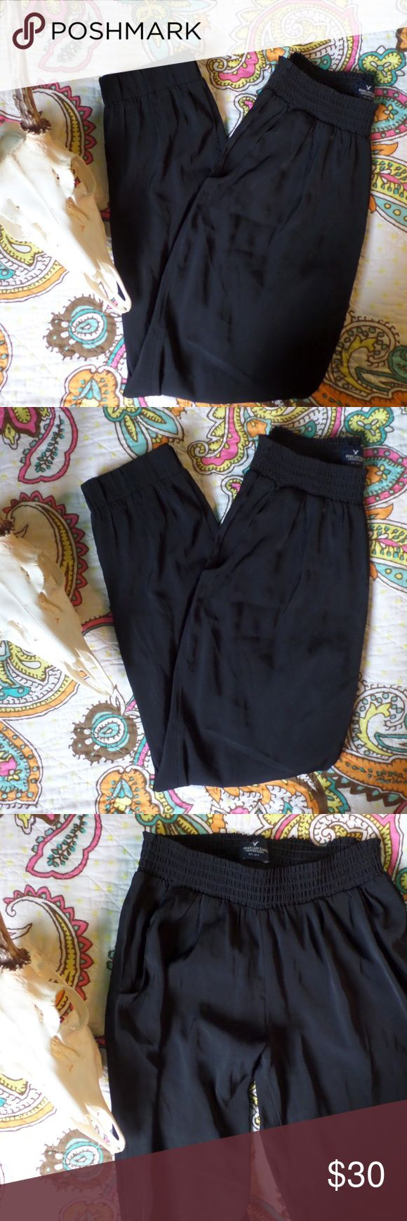AE Black Lightweight Pants Never worn. Perfect condition. Front pockets. Super cute and lightweight. Fabulous for Spring and Summer. American Eagle Outfitters Pants