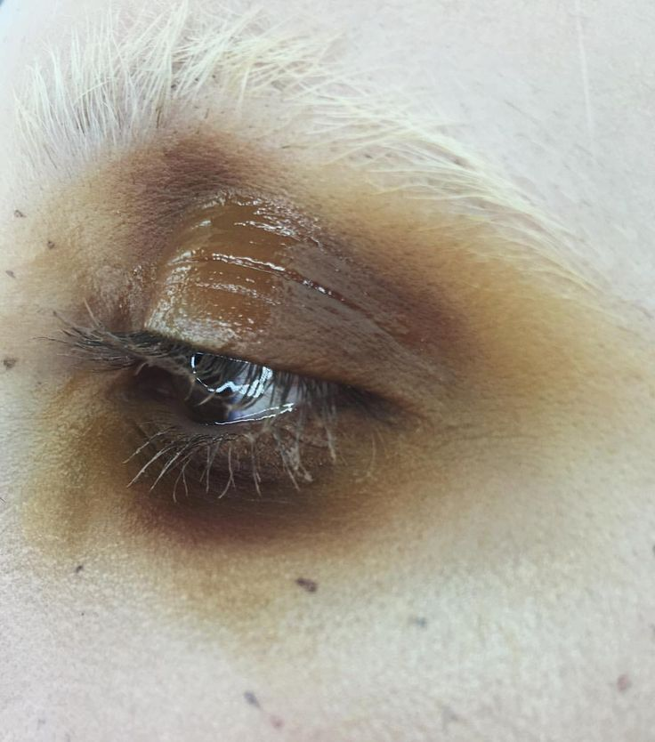 mustard brown eye make up. White eyebrows or bleached eyebrows always look so cool. How do you feel about the shiny, wet-look eye make up?