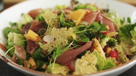 Eén - Dagelijkse kost - salade met rauwe ham en meloensalsa | Eén