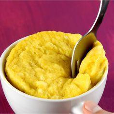Disfruta de tu postre favorito de plátano en menos de 5 minutos, lo único que tendrás que hacer es mezclar los ingredientes y meterlos al microondas para tener tu pastelito de plátano, ¿Así o más fácil?