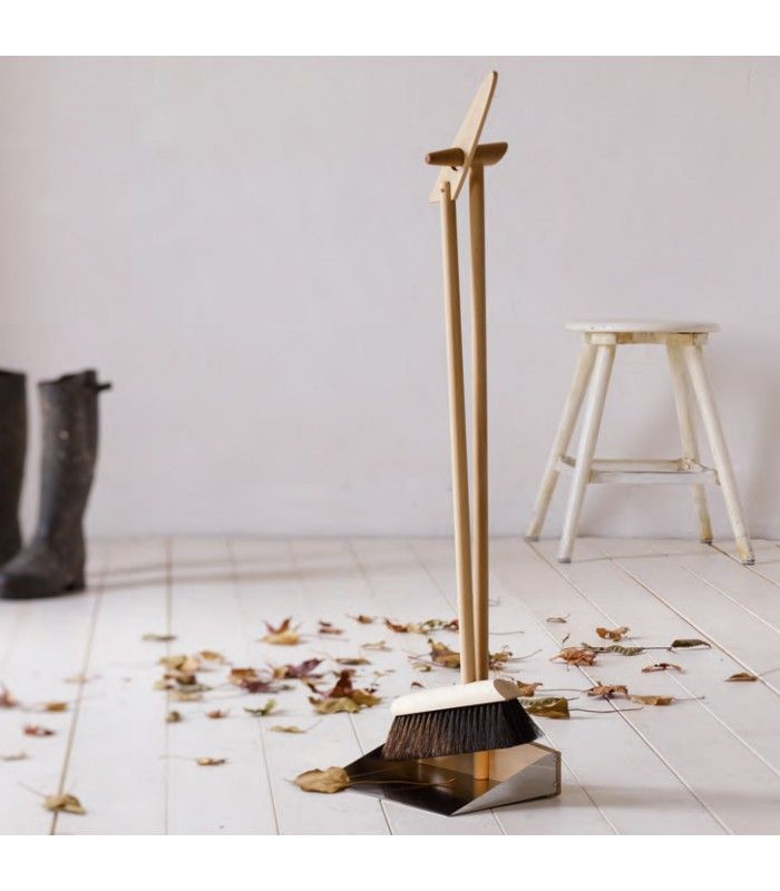 Standing Dustpan and Brush