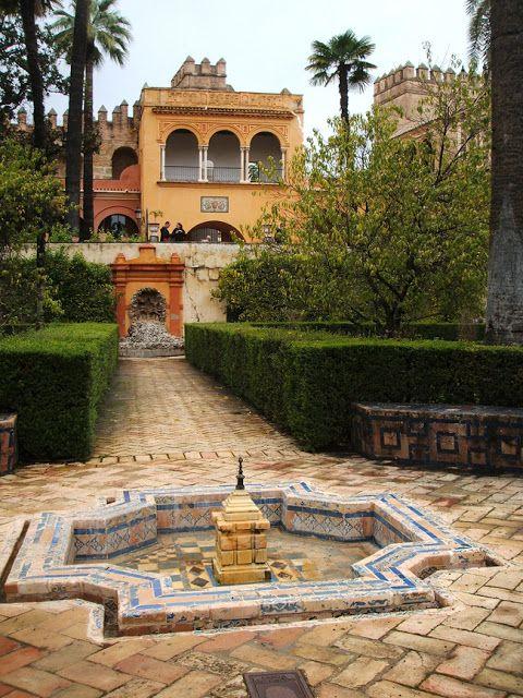 Real Alcázar de Sevilla es un conjunto de palacios rodeados por una muralla, situados en la ciudad de Sevilla. Su construcción se inició en la Alta Edad Media. En su realización se han empleado a lo largo de la historia diferentes estilos, desde el islámico de sus primeros moradores, al mudéjar y gótico del periodo posterior a la conquista de la ciudad por las tropas castellanas. En sucesivas reformas se han añadido elementos renacentistas y barrocos.