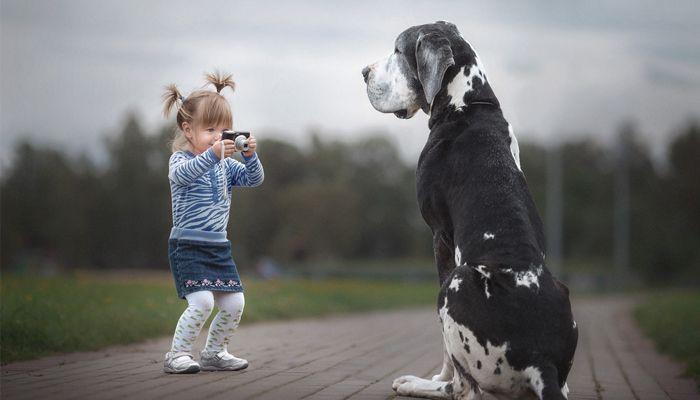 Маленькие дети и их огромные собаки: 10 фото