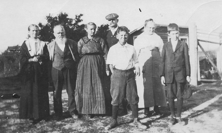 E.W. and Elenora (Polacek) Ladman with family members