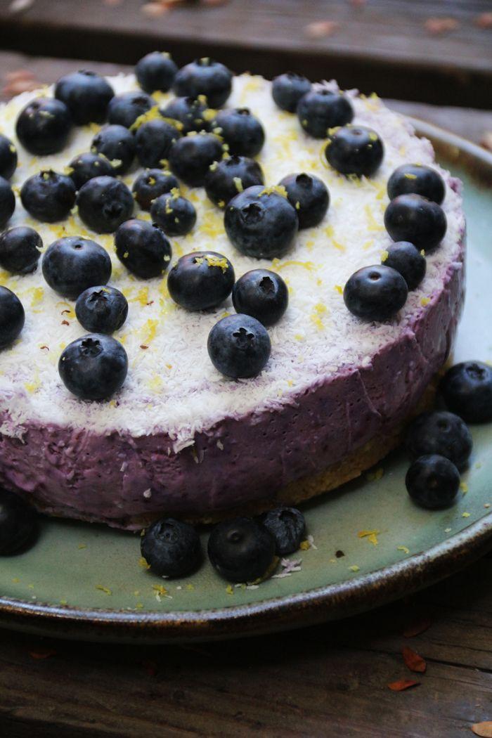 Hace mucho tiempo tenía pendiente un cheesecake que tenía ganas de hacer: sano, sin azúcar y sin gluten. El fin de semana fui a hacer las compras del mes y aproveché de comprarme todos los ingredie…