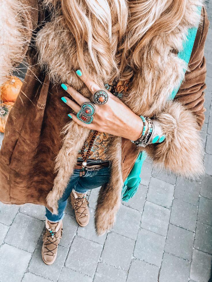 Boho Chic In Vintage And Faux Fur Boho Outfits Boho Fashion Bohemian Winter Boho