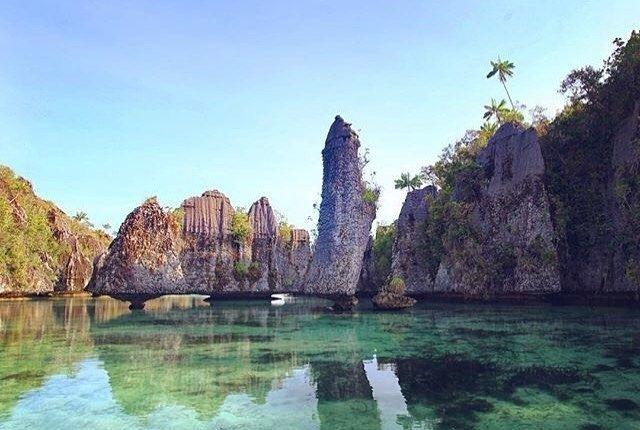 oke nih!!     diambil sama #papuaphotographers : @hugo_julian Lokasi : rajaampat    kesini asyiknya rame rame... ayo mention temen/saudara/sahabat/pasangan yang juga #pengenkerajaampat   #rajaampat #rajaampatisland #rajaampattrip #indonesiaphotographers #rajaampatislands #pengentraveling #pengenkelilingindonesia #pengenkelilingdunia  #explorerajaampat