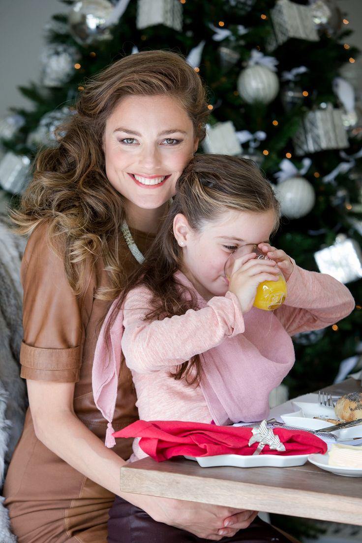 Мама, дочь и вкусный сок