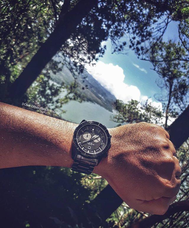 REPOST!!!  #ripcurlwatch #vintagewatch #watchlover #jamtangan #koleksijamtangan #chronowatch #chronograph #classywatch #bali #samsungA72017camera  Photo Credit: Instagram ID @dona_bakri_kaktus