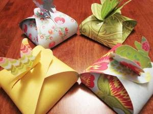 Butterfly favor box - easy to make, just cut out template onto craft paper!