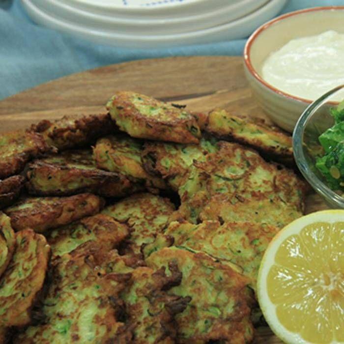 Zucchinibiffar med äppelsallad - Mitt Kök