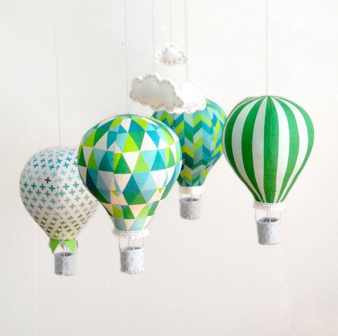DIY DECO : un mobile montgolfières pour la chambre de bébé