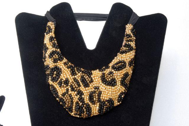 DSC_0189_ok.jpg (640×428) Bead embroidery necklace on my animalier design Donatella Vassallo creation
