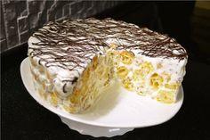 Торт «Дамские пальчики»  Для заварного теста вам понадобится:  Сливочное масло или маргарин – 150 г Соль – 0.5 чайной ложки Мука – 1.5 стакана (200 г) Вода – 1.5 стакана (370 г) Яйца – 6 штук, но, возможно, если яйца крупные, будет достаточно и 5 (я использовала 5 крупных яиц)  Для крема вам понадобится:  Сметана – 500 г (у меня сливки 33%) Сахарная пудра – 1 стакан или чуть меньше (130 г)