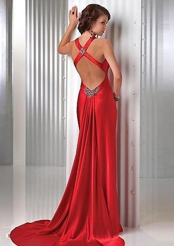 Образцы вечерних платей и костюмов